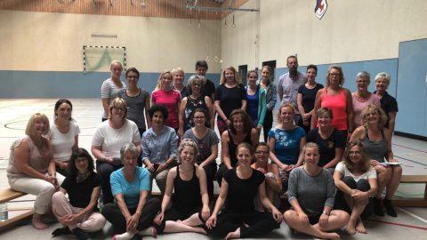 Mit Yoga die Fantasie von Jungen und Mädchen anregen
